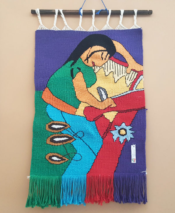 tienda tapices artesanales-tapiz mujer hecho a mano-APACE Talavera